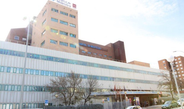 El Hospital de Móstoles amplía el horario de visitas de su UCI