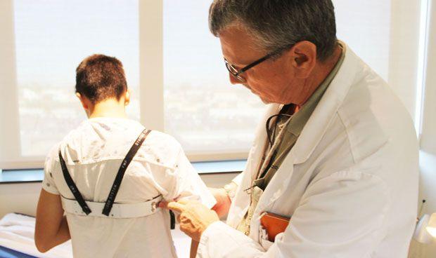 El Hospital de Torrevieja logra corregir deformidades torácicas sin cirugía