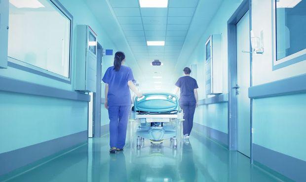 El internista defiende su papel en la fase final de los enfermos de cáncer