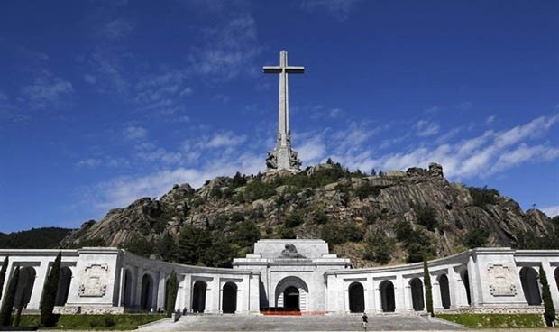 El juez que paró la externalización sanitaria asume la exhumación de Franco