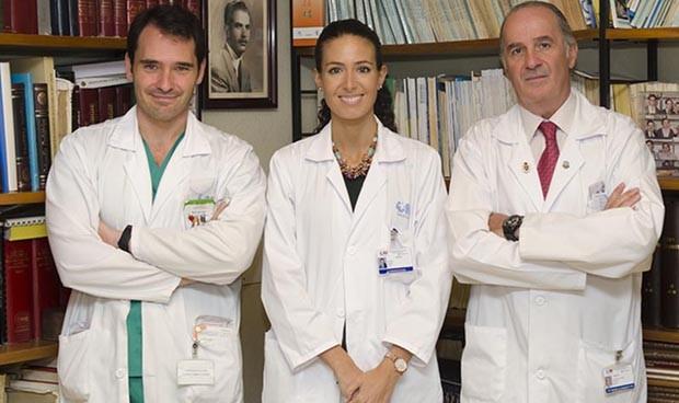 Introducir antibióticos en el tejido óseo para abordar las infecciones