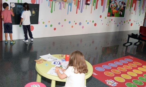 El Materno Infantil inaugura una zona de juegos para pacientes pediátricos