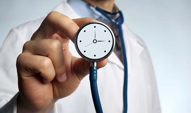 El médico necesita trabajar 6h más al día para atender todo lo que le piden