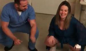 El médico que enseña a conseguir un parto natural a golpe de reggaetón
