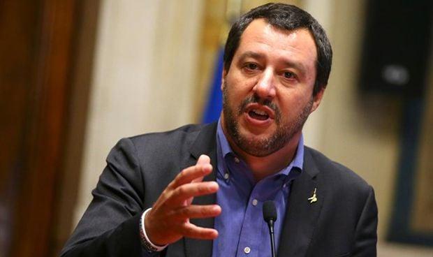 """El ministro del Interior italiano tilda las vacunas de """"inútiles y dañinas"""""""