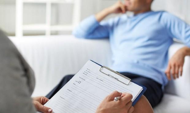 """El MIR """"me está hundiendo la vida"""": residencia y daño a la salud mental"""