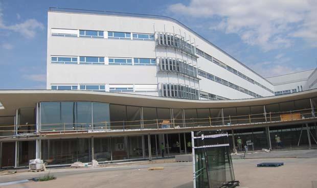 """El nuevo Hospital de Cáceres ya es propiedad del SES, """"a falta de licencia"""""""