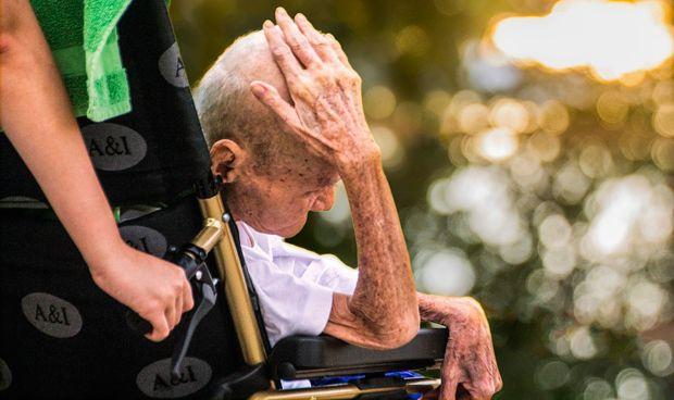 El paciente con demencia atendido por un cuidador estresado muere antes