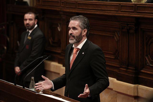 El Parlament aborda la posible facturación inflada a pacientes extranjeros