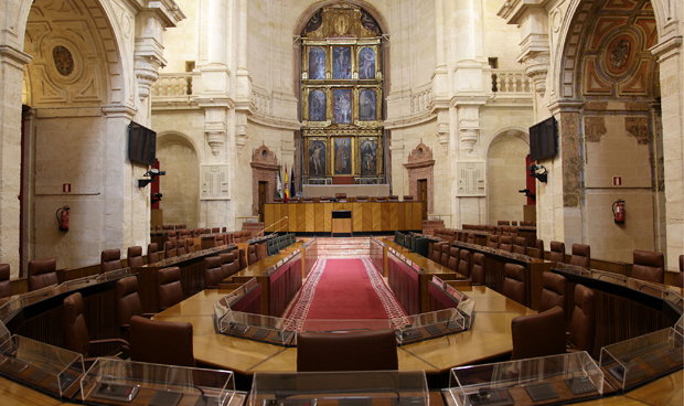 El Parlamento apoya la decisi�n de paralizar las fusiones hospitalarias