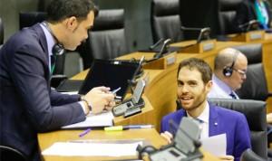 El Parlamento exige al Gobierno la parte pendiente de la extra de 2012