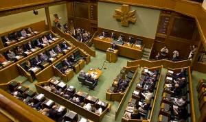 El Parlamento insta a Salud a analizar las UCIS de neonatos