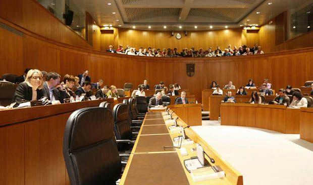El Parlamento propone reconocer el carácter universitario del San Jorge