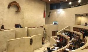 El Parlamento vota contra el modelo de enfermera escolar de la oposición
