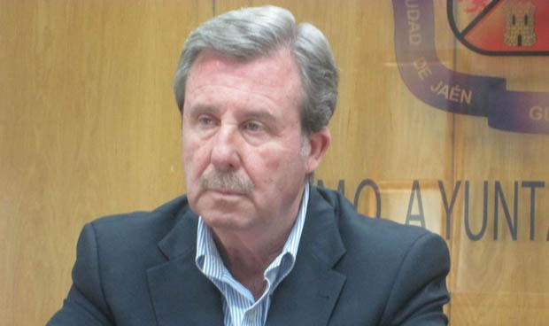 El Pleno escucha al Defensor del Pueblo y reclama a la Junta más matronas