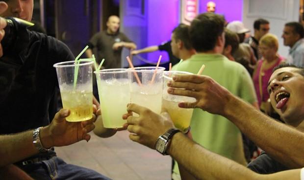 Los socialistas exigen medidas contra el consumo de alcohol por menores