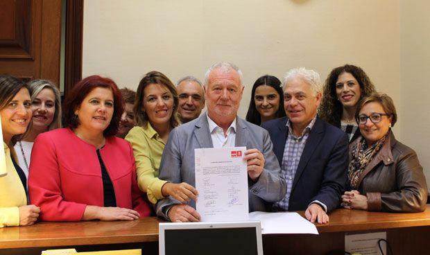 El PSOE quiere tratamientos capilares para afectados de alopecia por c�ncer