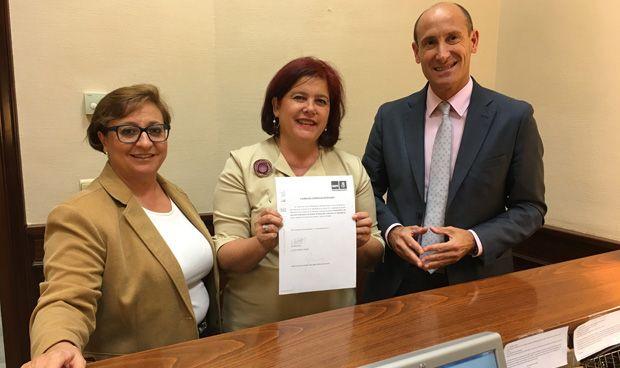 El PSOE urge a recuperar la cotización de cuidadores de dependientes