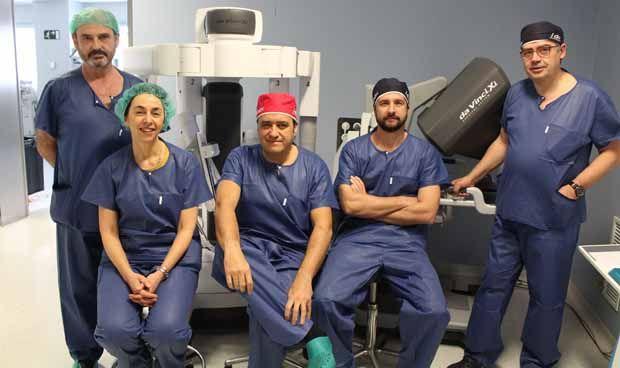 El Rey Juan Carlos incorpora la última actualización del robot Da Vinci