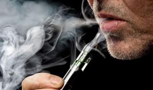 El sabor a canela en cigarros electrónicos es más nocivo que el de frutas