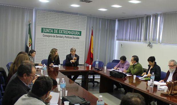 """El SES propone """"médicos eméritos"""" hasta los 72 años para formar a los MIR"""