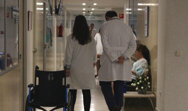 El SNS crea una plaza para médicos por cada dos de Enfermería