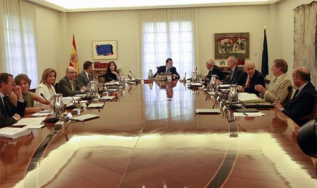 """El sucesor de Alonso será... """"un ministro que tenga relación"""" con Sanidad"""
