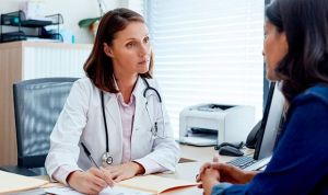El suicidio de un médico lleva a pedir por ley consultas de 15 minutos