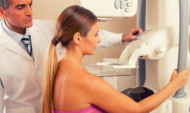 El tope de edad en las mamograf�as, en entredicho
