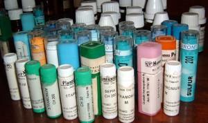 El usuario de la homeopatía se vacuna menos y cree que cura el cáncer