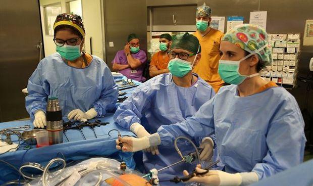 El Vall d'Hebrón, pionero en una cirugía pediátrica mínimamente invasiva