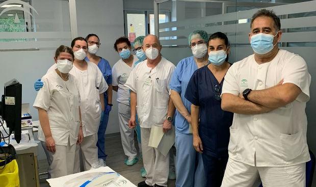 El Virgen del Rocío implanta cribados previos de Covid-19 en sus pacientes