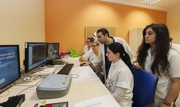 El Virgen del Rocío utiliza braquiterapia virtual en cánceres no operables