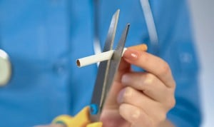 Enfermeras fumadoras: un estudio vincula el hábito con la jornada laboral