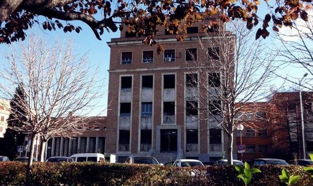 Enfermería de la UCM recoge firmas contra la reestructuración del Rectorado