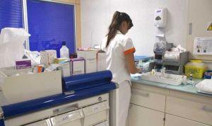 Enfermería pierde la mitad de su peso en la oferta de empleo española