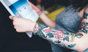 Enfermero: puedes lucir los tatuajes que quieras, ninguna ley lo prohíbe