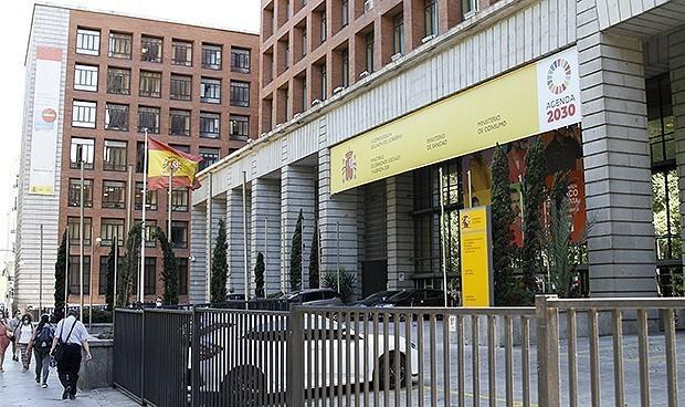 España retrasa la vacunación Covid en sanitarios que pasaron la enfermedad