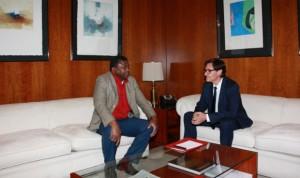 España y Gambia colaboran para extender la cobertura sanitaria universal