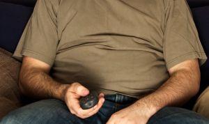 Estar de pie durante seis o más horas ayuda a bajar de peso