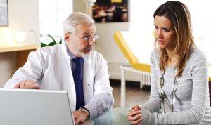Estas son las tres especialidades médicas más 'envejecidas' en el SNS