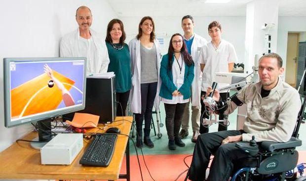 Estudian patolog�as neurol�gicas con un exoesqueleto de realidad virtual