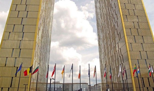Europa prohíbe la discriminación laboral entre el sanitario fijo y temporal