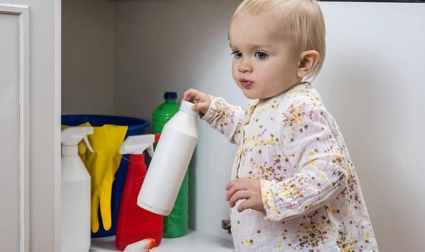 Exponer a bebés a productos de limpieza aumenta su riesgo de sufrir asma