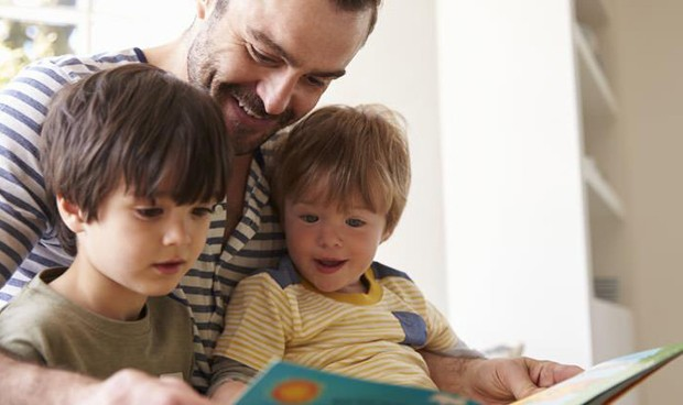 Exponer a los niños a un buen aprendizaje en casa mejora sus resultados