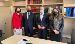 Los farmacéuticos trasladan al Grupo PSOE el valor de la red de farmacias