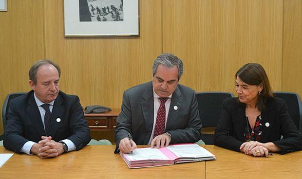 Farmacéuticos y Aemps firman un convenio de uso prudente de antibióticos