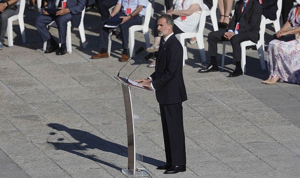 """Felipe VI, a los sanitarios: """"Entregasteis lo más preciado, la propia vida"""""""