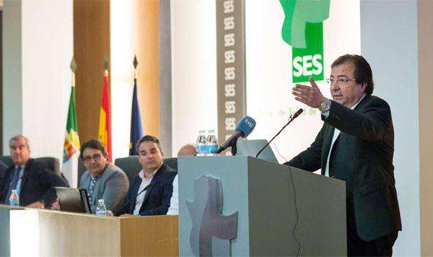 Fernández Vara despide a los MIR con un compromiso contra la precariedad