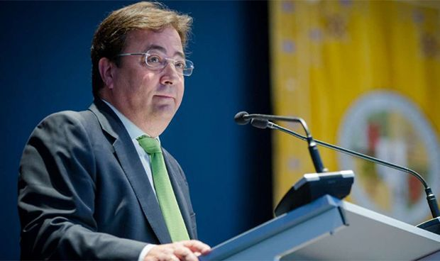 Fernández Vara, Reconocimiento Extraordinario en la Gala de la Sanidad